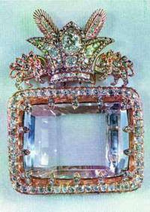 darya-i-nurdiamond-in-its-19th-century-setting