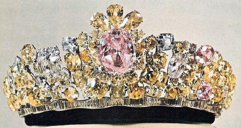 empress-farahs-crown-set-with-nur-ul-ain-diamond