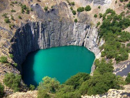 nieczynny szyb kopalni Kimberley tzw . Big Hole
